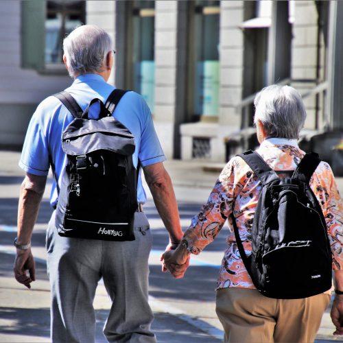 family coppia anziani uniti